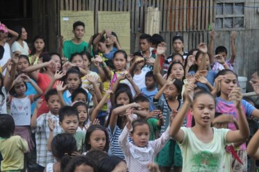 2016-02-18 Filipino children